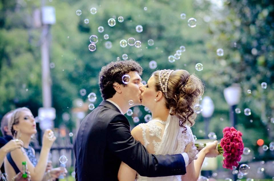 cerimonia-noivos-saida-noivos-bolhas-sabao-beijo-1