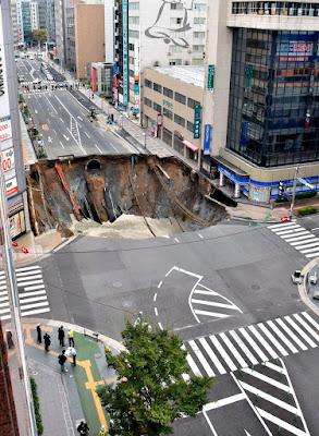 Japán, beszakadt úttest, Fukuoka