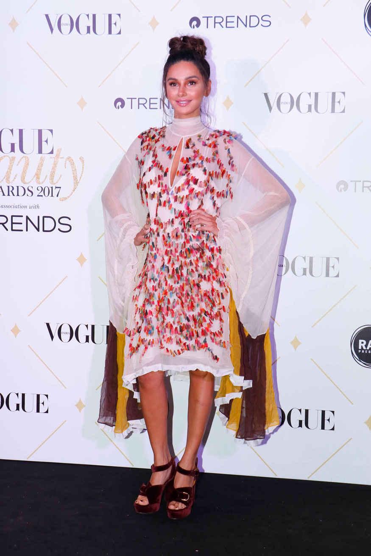 Bollywood Celebs Flaunts Sexy Sizzles at Vogue Beauty Awards 2017