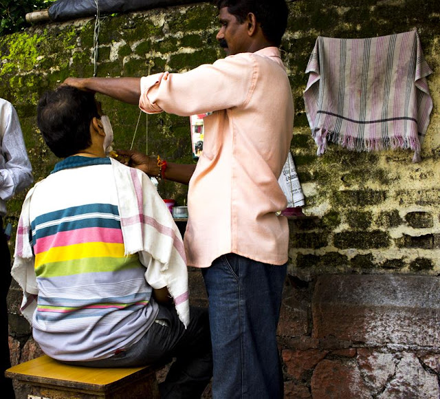 shave, barbershop, street , openair, streetphoto, street photography, lalbagh, mumbai, incredible india,