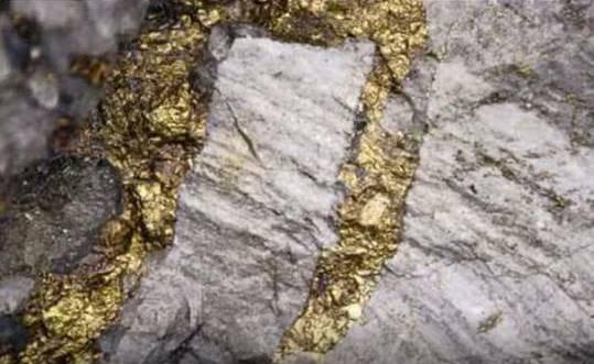 الجيولوجيا السورية تنفي الإشاعات عن ظهور عروق الذهب غرب دمشق.