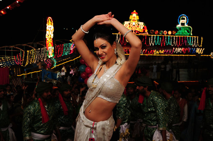 maryam zakaria spicy in love hot images