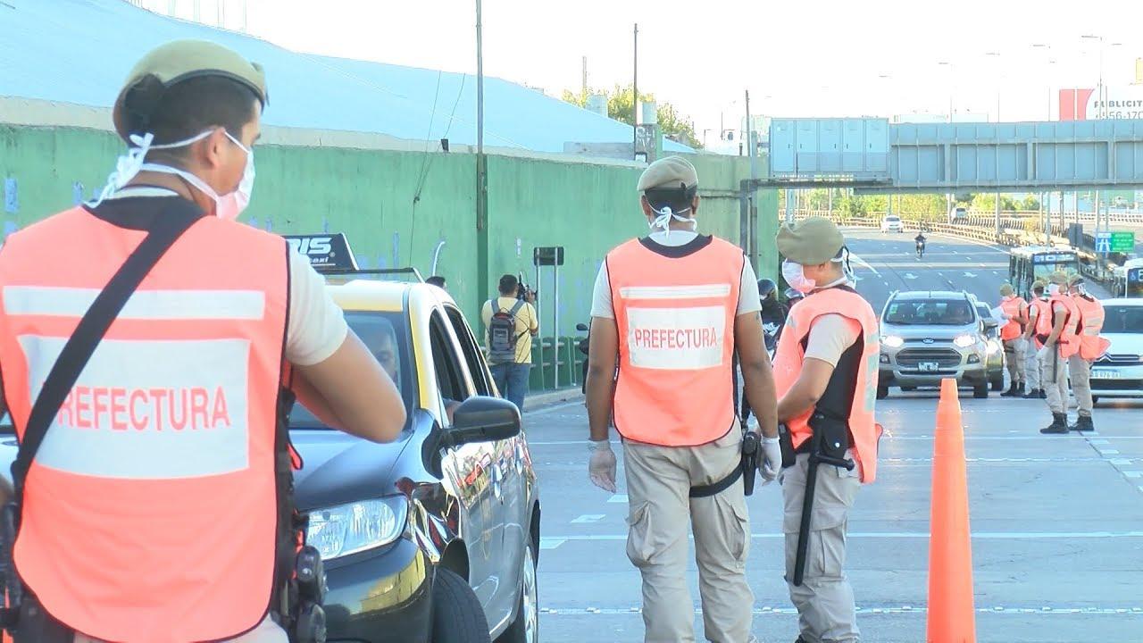 Tres detenidos por evadir controles policiales para vender drogas
