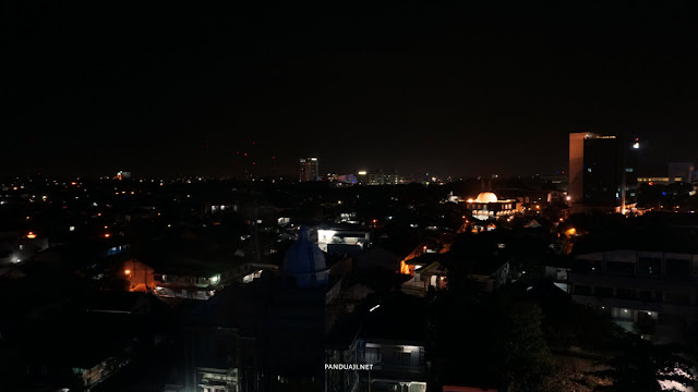 Pemandangan malam hari dari Batiqa Hotel Palembang