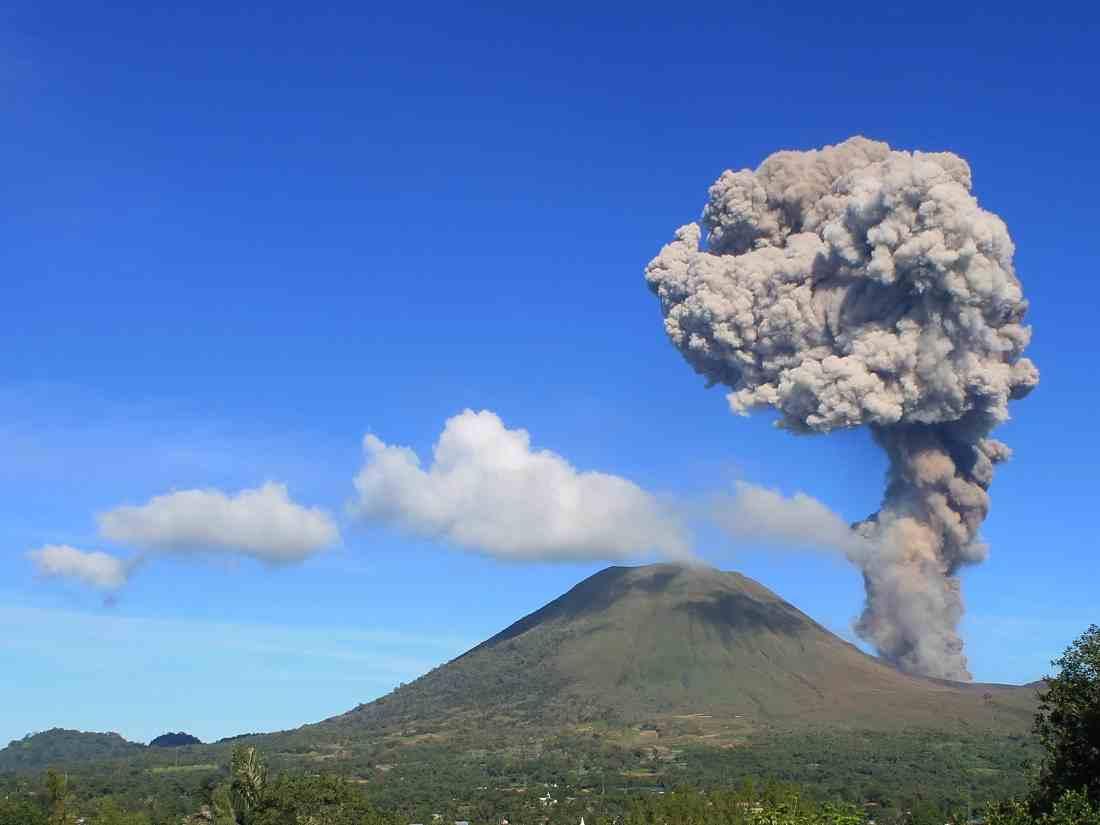 Sciency Thoughts: Eruption on Mount Lokon, Sulawesi.