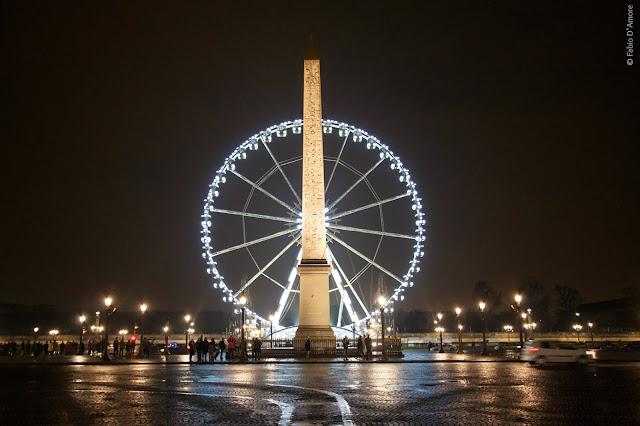 Ruota panoramica ed obelisco a Place del Concorde-Parigi