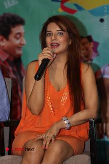 Actress Saloni Aswani Pos in Short Dress at Meelo Evaru Koteeswarudu Movie Interview  0128.JPG