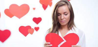 كيف اصالح وارضي حبيبي الزعلان امرأة تحمل قلب مكسور مجروح مجروحه الحب woman girl carry hold broken heart sad in love