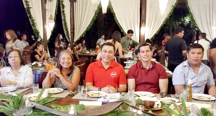 (L-R) Mrs. Charita Puentespina of Malagos Garden Resort, Maan Hontiveros, Chair Philippines AirAsia, Captain Dexter Comendador, CEO Philippines AirAsia, Captain Ronald Go, Past President, Davao City Chamber of Commerce, Al Ryan Alejandre, Davao City Councilor