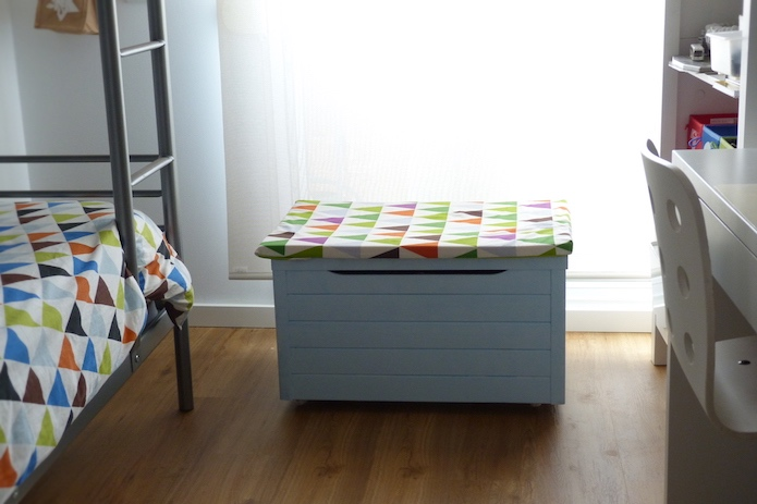 dormitorio infantil de Una Pizca de Hogar- baúl con ruedas