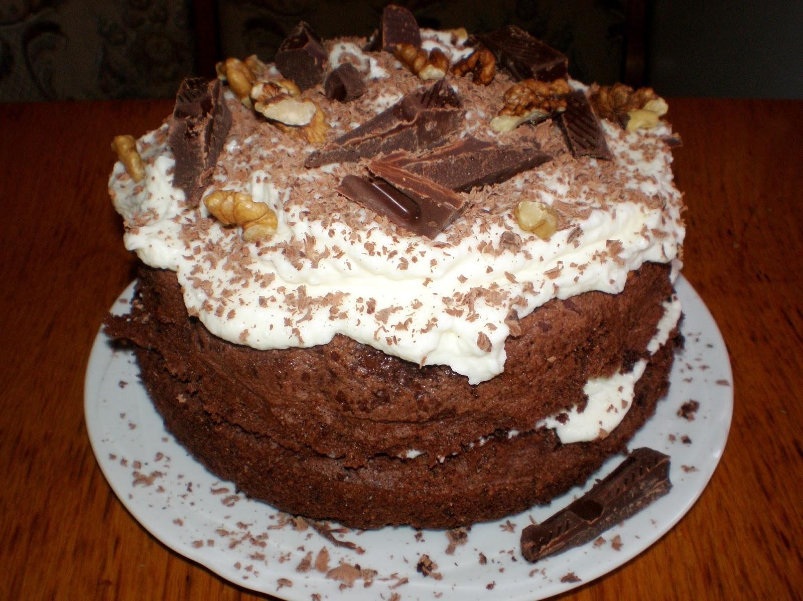 Tort cu cacao, nuci și ciocolată