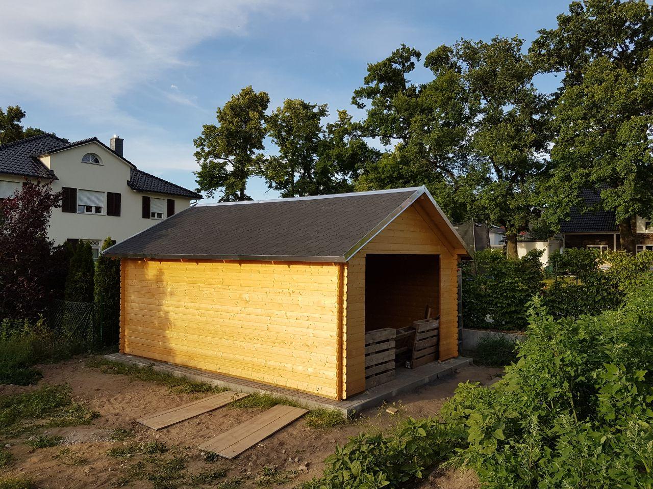 villa lux in dallgow: gartenhaus dach fertig!