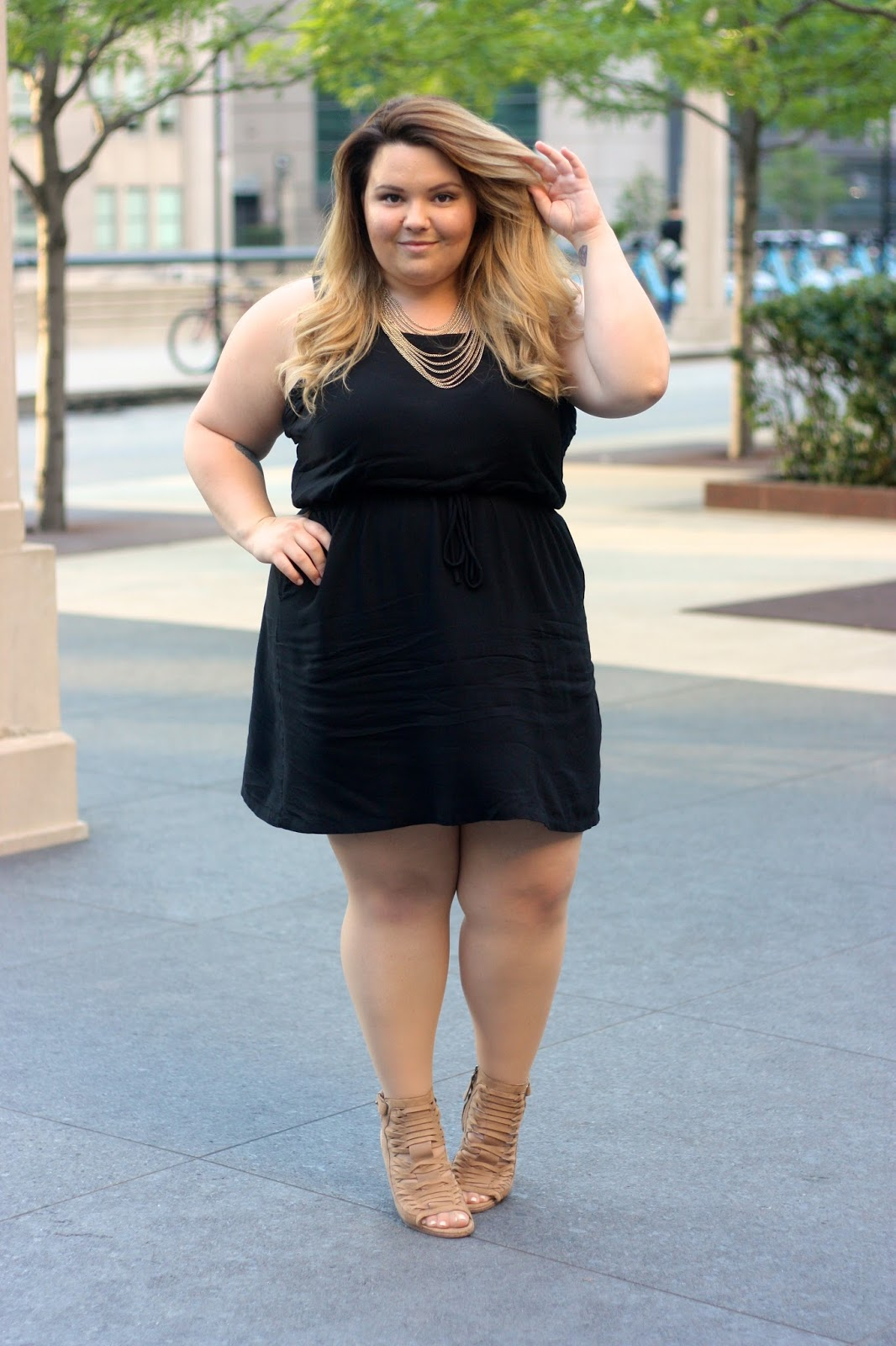 little black dress, plus size LBD, natalie craig, natalie in the city, plus size fashion blogger, chicago blogger, embrace my body. dolce vita wedges, chicago
