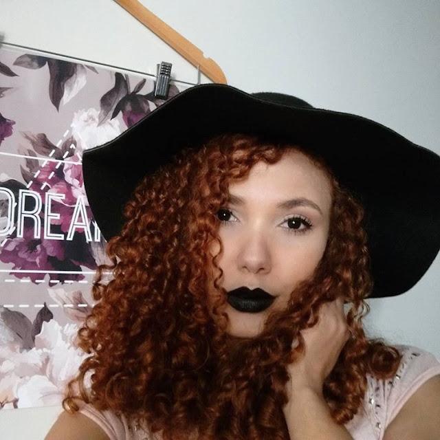 Maquiagem com batom escuro