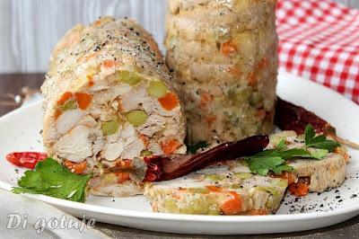 Kurczak w galaretce z marchewką i groszkiem (z butelki/słoika, bez szynkowara)