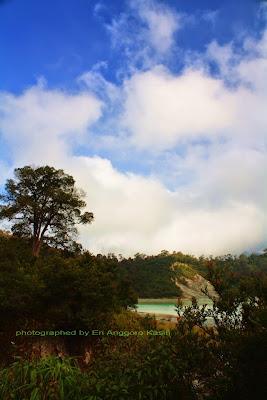 Kawah Talaga Bodas dari kejauhan