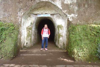 Gua Jepang di kawasan wisata di dago pakar, Bandung