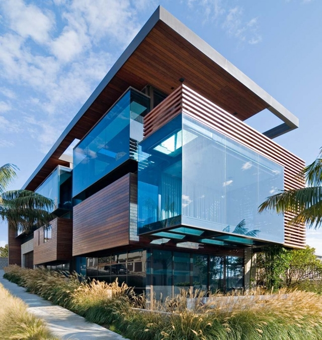 Glass and wood facade of Modern Contemporary Ettley House
