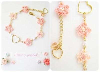 Pulsera leche de fresa con flores tejidas+corazón ♡