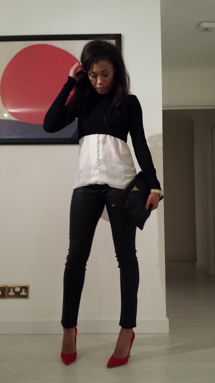 Layers, coated Jeans and Red Heels / Superposition monochrome et Escarpins rouge