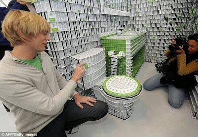Hotel hecho con 200,000 llaves de plástico.