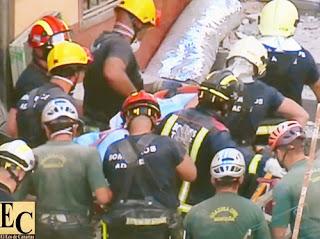 rescatan dos cadaveres más de los escombros del edificio derrumbado en los cristianos, tenerife