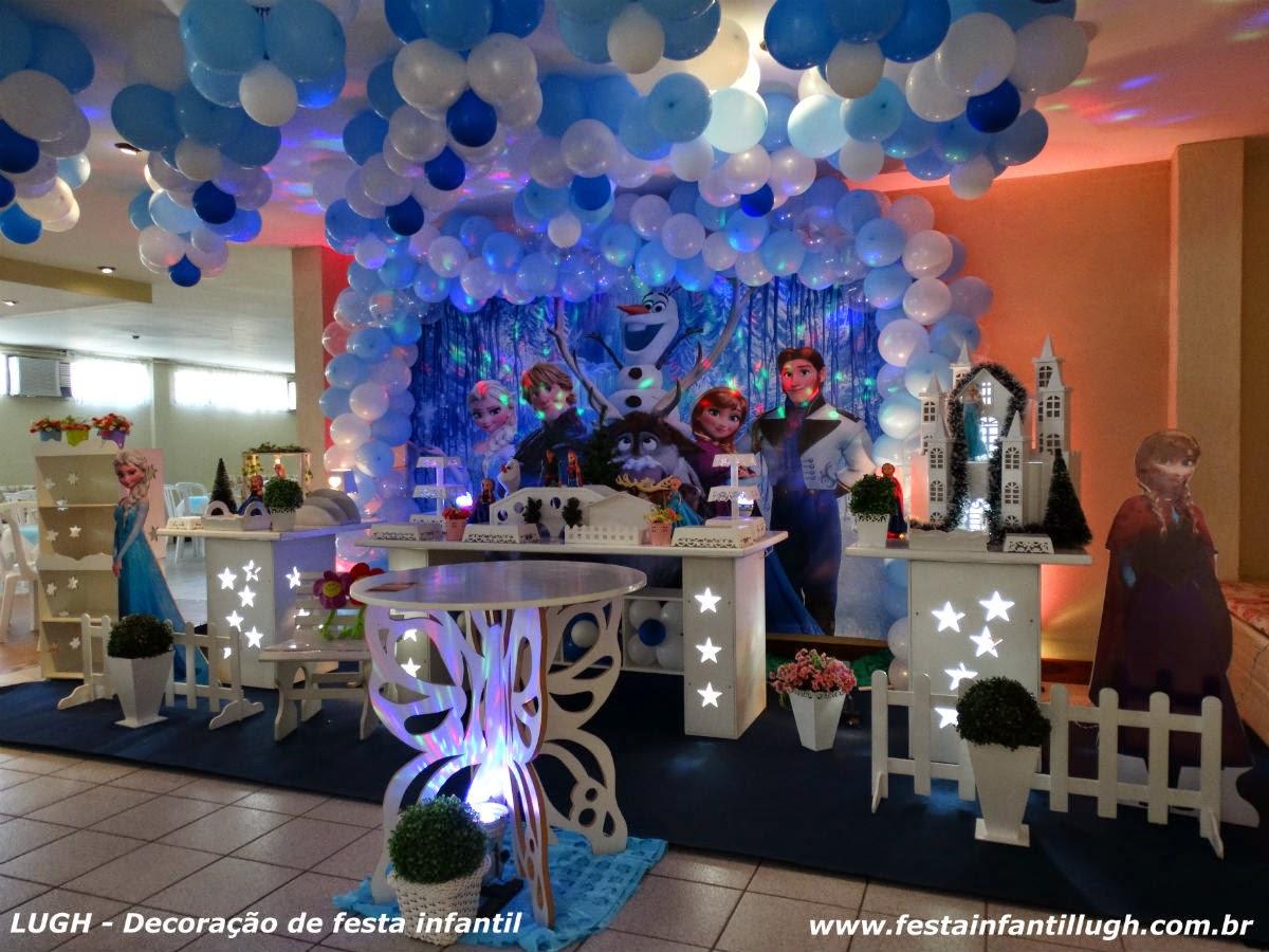 Mesa decorada provençal versão luxo para festa de aniversário infantil