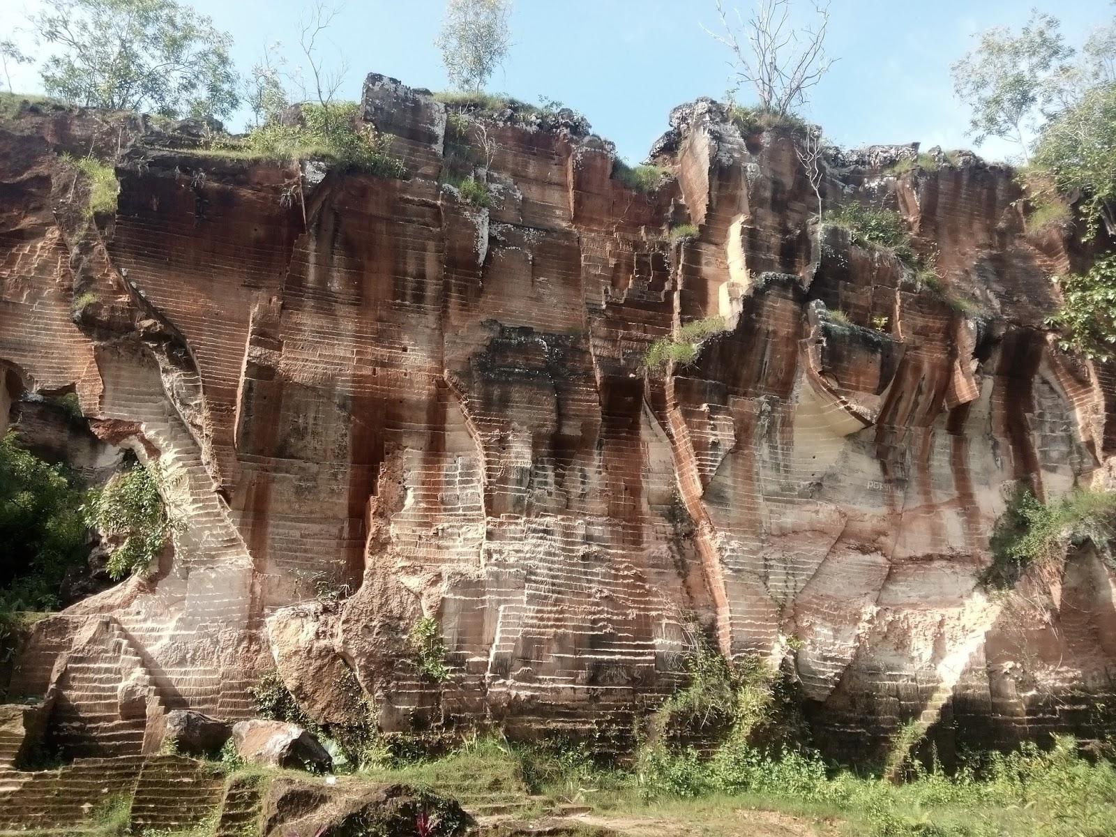 Indahnya Bukit Kapur Arosbaya Tempat Wisata Terbaru Di Madura