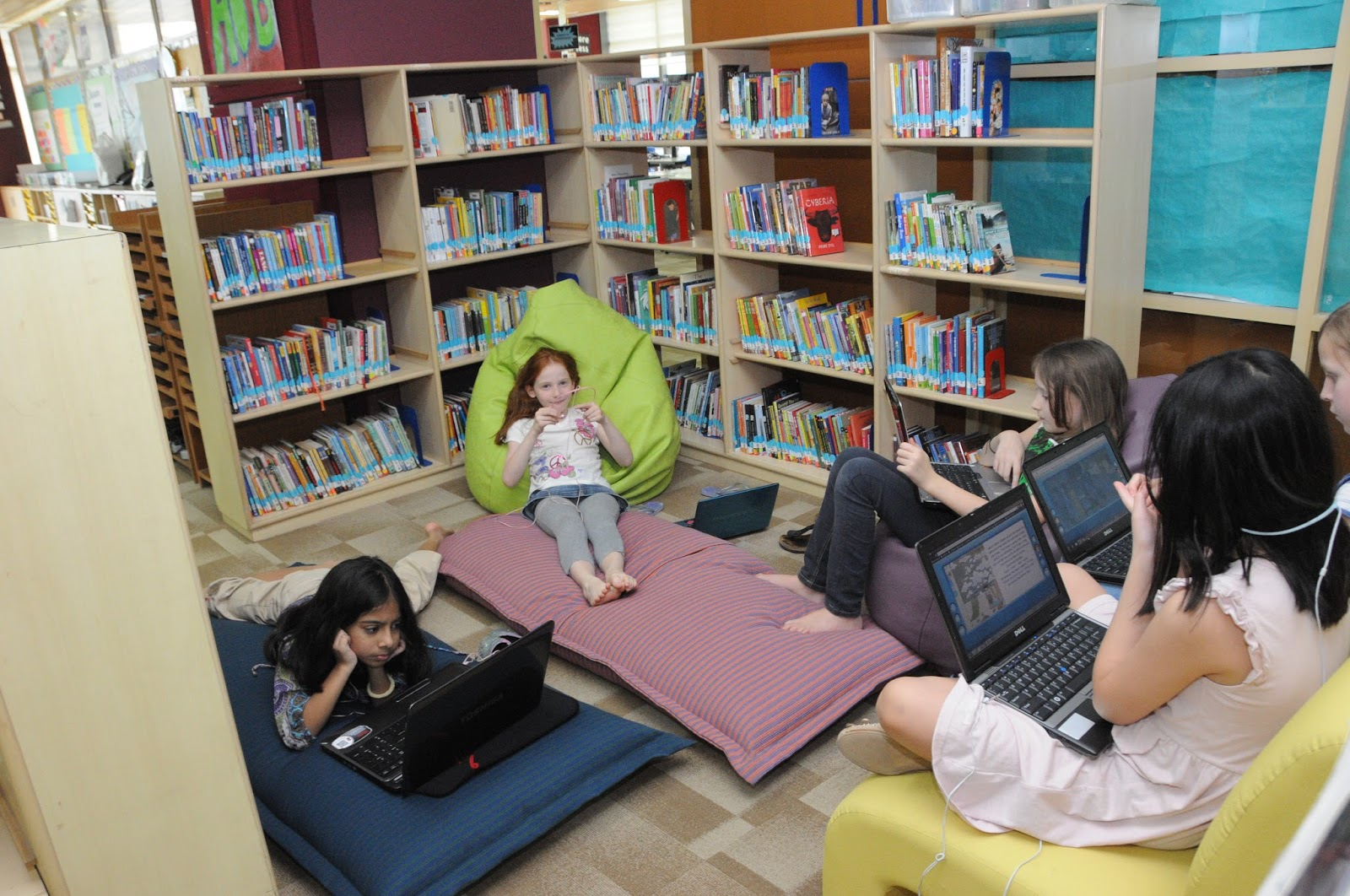 Tech Transformation: Library 2.0: Decentralizing the ...