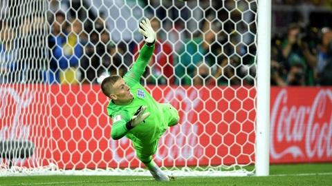 Thủ thành Pickford là người hùng khi cản phá được cú sút penalty cuối cùng của ĐT Colombia