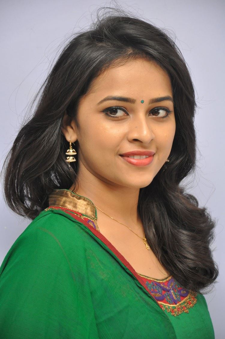 [Image: sri_divya_rayudu_movie_press_meet_stills...5%2529.jpg]