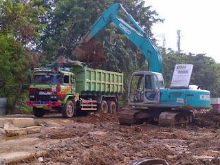 http://galianbasement.blogspot.co.id/2016/02/tanah-merah-galian-basement-menggunakan-dump-truck.html