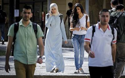 Pequisa retrata a coexistência entre israelenses judeus e árabes
