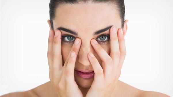 اسرع طريقة لازالة الهالات السوداء تحت العينين