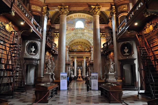 Biblioteca Nacional Austriaca (Österreichische Nationalbibliothek) (@mibaulviajero)