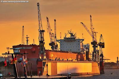 Sonenuntergang Hafen Hamburg, Blohm und Voss Werft im Abendlicht
