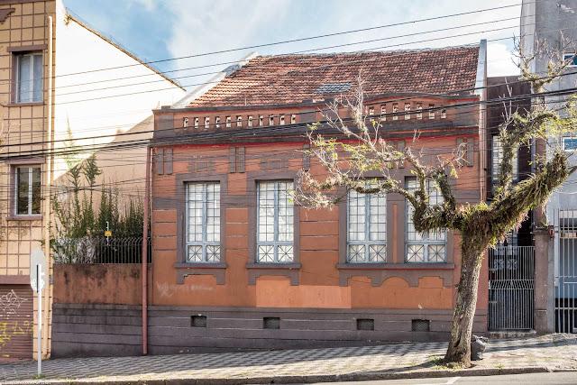Outra casa na Alameda Cabral