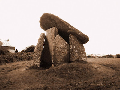 Trevethy Quoit, Neolithic 'dolmen' burial chamber, Cornwall