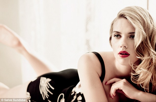 Beautiful Hollywood Actress Scarlett Johansson
