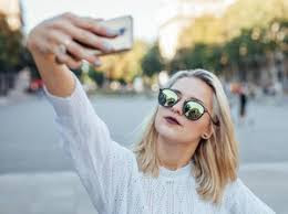 Benarkah Hobi Selfie Merupakan Penyakit Mental ?