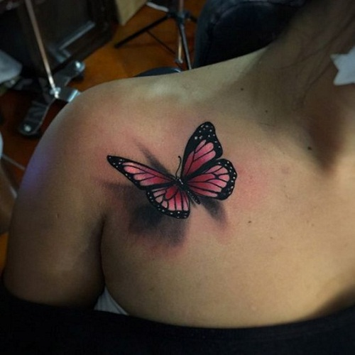 Cor-de-rosa Borboleta no Peito Tatuagem