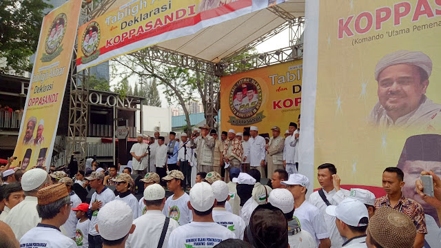 Prabowo Hadiri Deklarasi Relawan Ulama 'Koppasandi' di GOR Soemantri