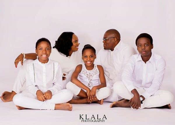 Get a room! Check out reactions of these Nigerian kids as their parents kiss during family photoshoot