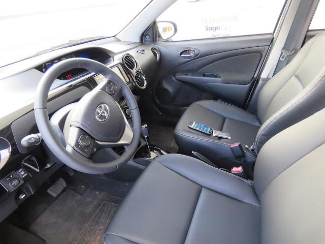 Novo Toyota Etios XS 1.5 Automático - espaço dianteiro