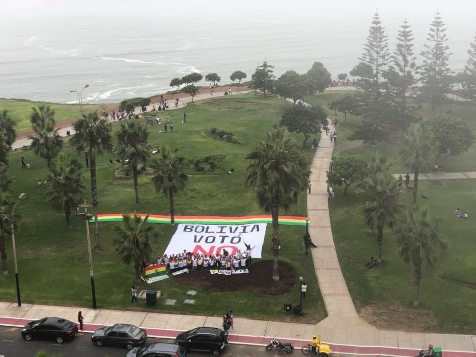 Presencia de las plataformas bolivianas pidiendo respeto al 21F en Lima / RRSS