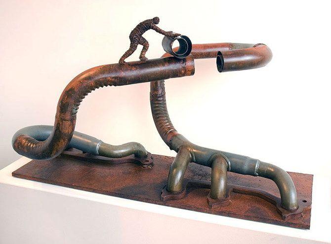 Escultura con metal reciclado