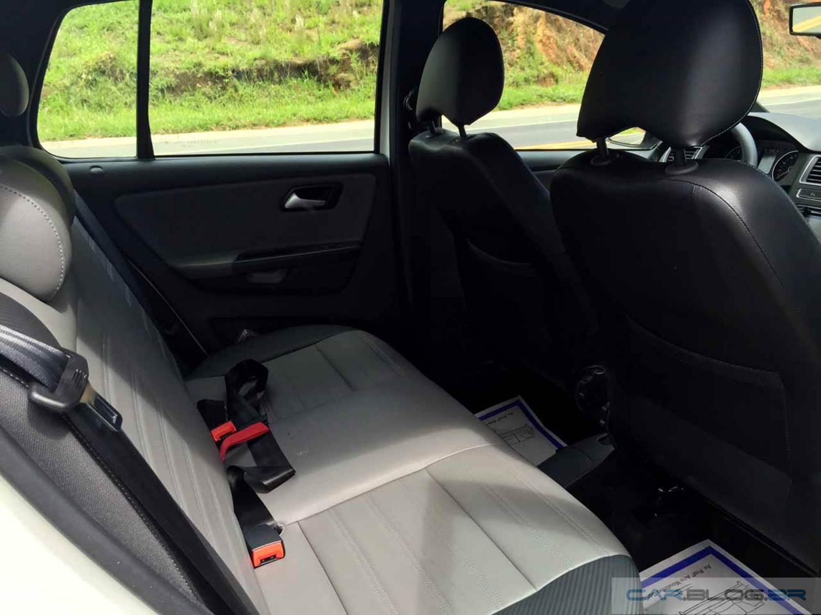 VW CrossFox I-Motion 2016 - espaço traseiro