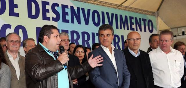 Prefeito de Mato Rico representa prefeitos durante entrega de patrulha rural