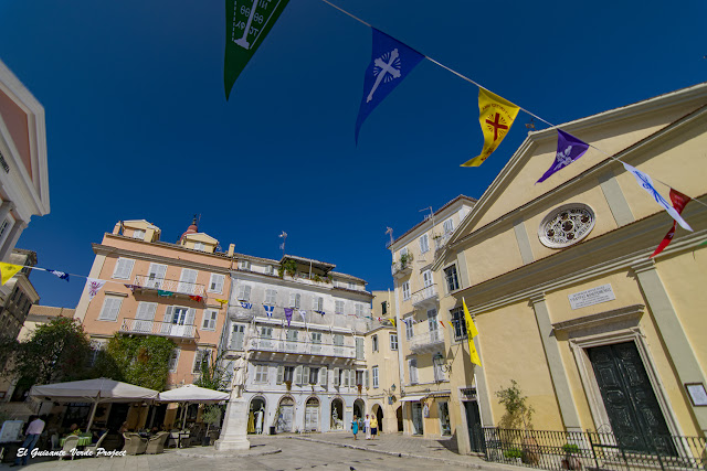 Plaza Agios Spiridonas - Corfu por El Guisante Verde Project