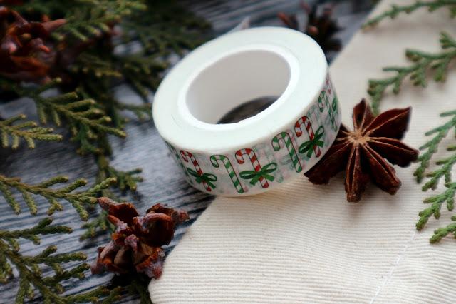 Декоративная клейкая лента с новогодним узором
